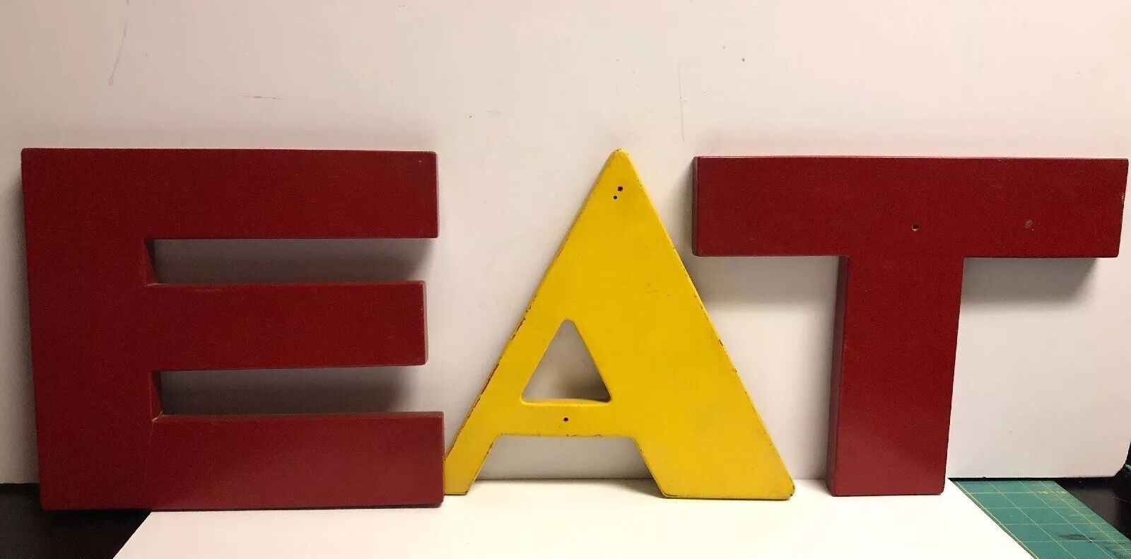 """EAT"" Retro Sign Letters Wall Hanging"