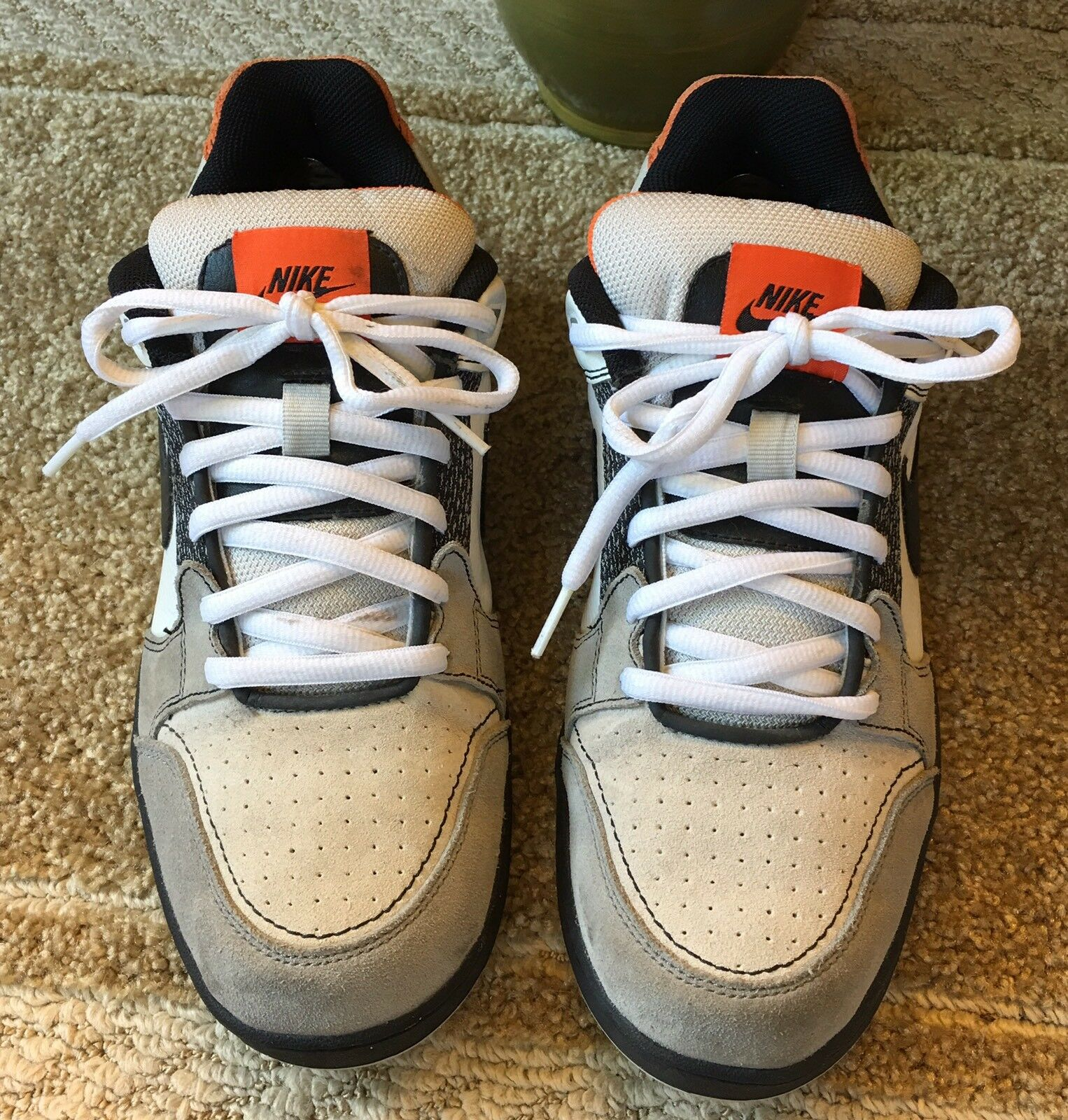 NIKE 2009 MEN'S LOW TOP SNEAKERS SHOES SIZE 10.5 LACE-UP WHITE BLACK & GRAY