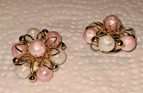 Vintage Coro Faux Pearl Ivory and Peach Bead Clip… - image 1
