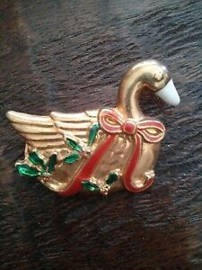 #VINTAGE Gold Tone Goose Christmas Pin Brooch