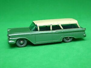Matchbox-Lesney-No-31b-Ford-Fairlane-Station-Wagon-mas-raro-Negro-Placa-Base