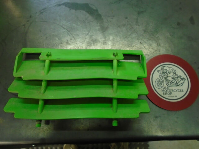95 KAWASAKI KLX250  LEFT SIDE RADIATOR  GAURD