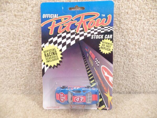 #43 RICHARD PETTY - STP - FUNSTUFF 1:64 1992 DIECAST CAR - PIT ROW SERIES