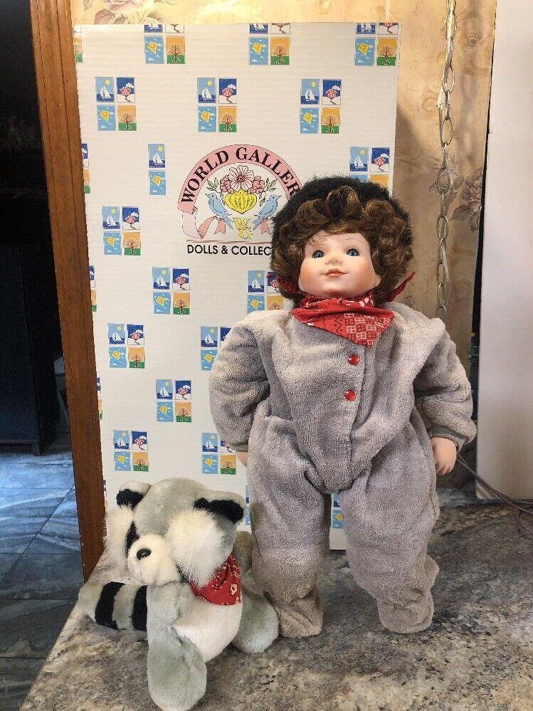 "Rare  World Gtuttiery 19"" Porcelain bambola W  Plush Raccoon  molte sorprese"