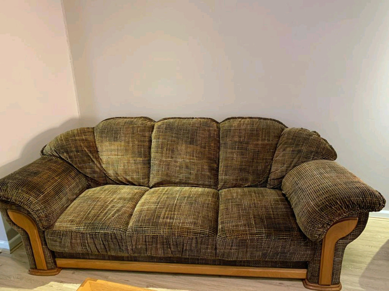 For Sale: Lounge Suite