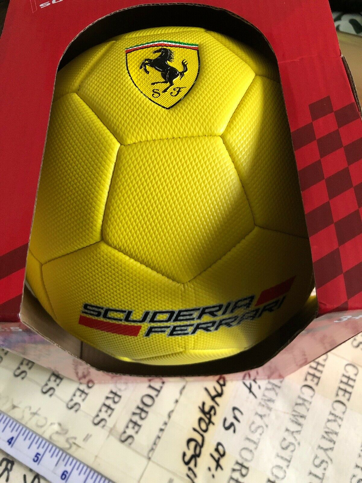 NEW Official licensed Scuderia Ferrari Soccer Ball Größe 5 Limited Edition Gelb