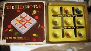 Vintage-Tic-Tiddle-Tac-Toe-Board-Game-1955-Disk-Strategy-Schaper-No-101-Plastic