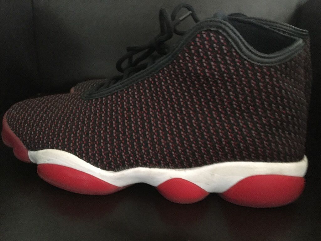 Red and black jordan horizon size 10