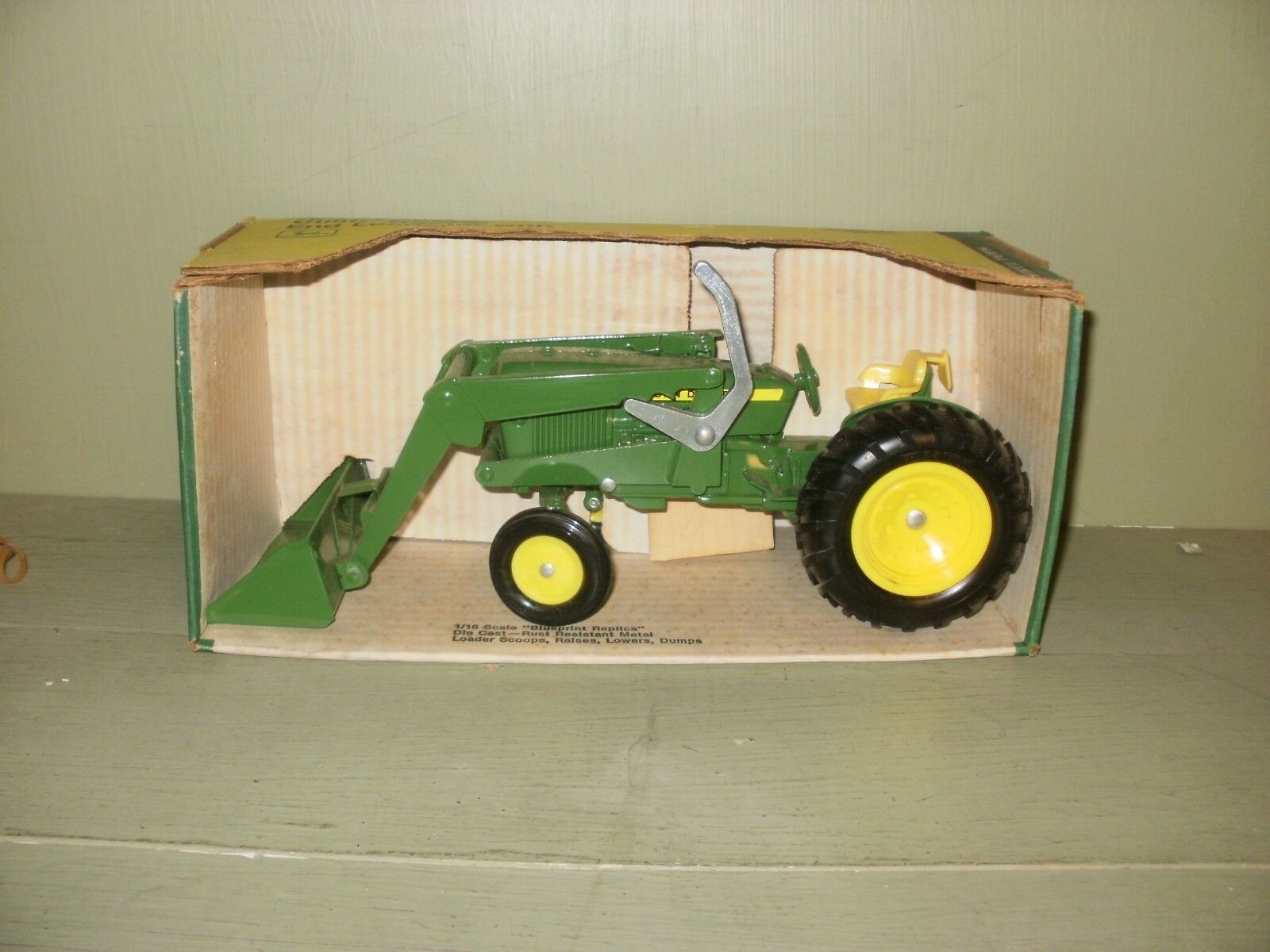 ERTL, JOHN DEERE UTILITY TRACTOR WITH LOADER STKDIECAST, 1 16 SCALE