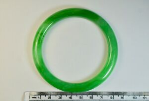 Beautiful-Chinese-Light-Green-Jade-Bangle