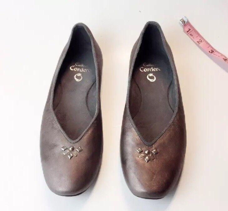 grandi prezzi scontati  440.00 CALLEEN CORDERO Metallic Marrone Leather Studded Flats Flats Flats Excellent  Dimensione 6  servizio premuroso