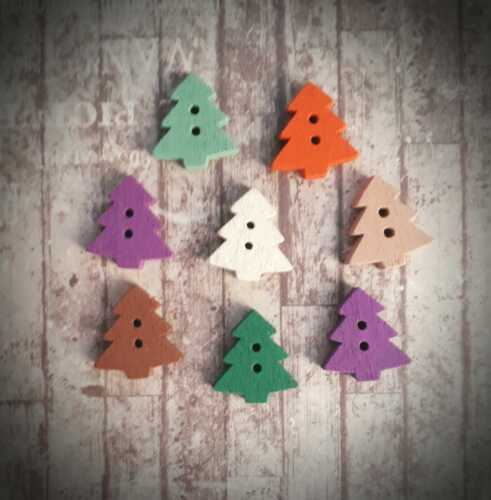 Xmas Festive 8 Christmas Tree Buttons Seasonal Wooden 18mm Sewing Supply