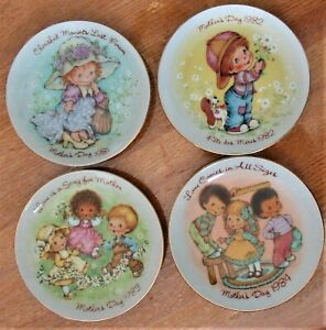 AVON-COLLECTIBLES-ARE-THESE-FOUR-MOTHER-039-S-DAY-PLATES-1984-1983-1982-AND-1981