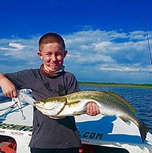 T gedrang vis vissersboot groottemist mannen Guy Harvey prestaties shirtKies rWBCxdoe