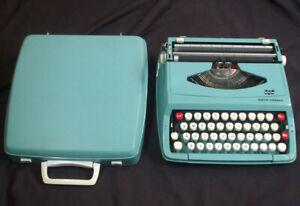 Vintage Smith Corona Corsair Turquoise Portable Typewriter w/ Case Aqua England