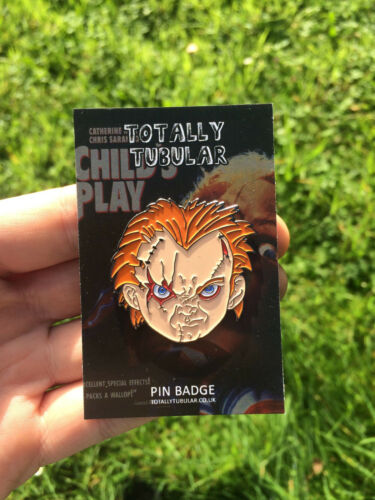 CHILD/'S PLAY CHUCKY FACE  ENAMEL PIN BADGE BY TOTALLY TUBULAR