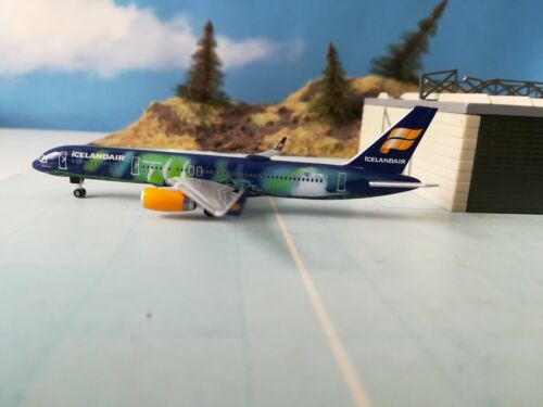 529129 Icelandair Boeing 757-200 TF-UIF Herpa Wings 1:500 MERCE NUOVA *