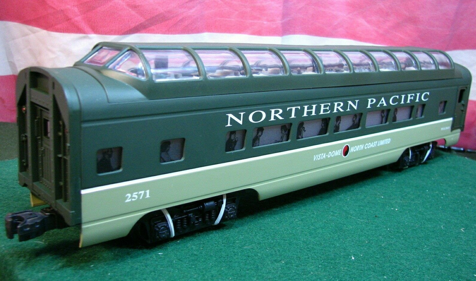 Lionel 6-19170 NP Northern Pacific Aluminum Full Dome Passenger Car MIB