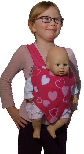 Fuzzlebuzz Doll portante Sling double face CUORI ROSA E Strisce