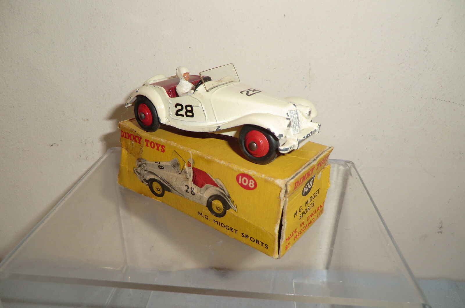DINKY TOYS MODEL No.108  MG  MIDGET COMPETITION CAR   VN MIB