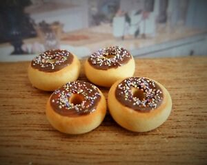 DOLLS HOUSE MINIATURE FOOD HANDMADE * 4 X CHOCOLATE FROSTED DONUTS COMBINED P+P