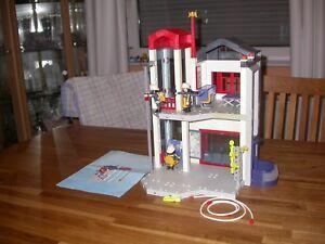 Playmobil-Feuerwehr-Set-4-Fahrzeuge-2-Anhaenger-1-Station-1-Hubschrauber-1-Boot