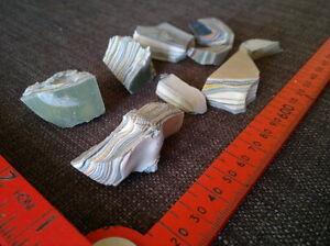 Fordite-Detroit-agate-68-grams-lapidary-rough-raw-metalic-chips