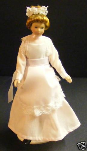 1:12 Scala Cameriera in un Rosa Abito Tumdee Bambolina per Casa Delle Bambole