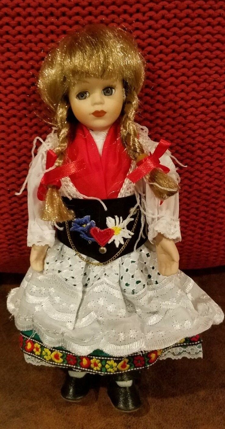 The Classical Collection European Hand crafted Porcelain Doll-20025 orig box 10