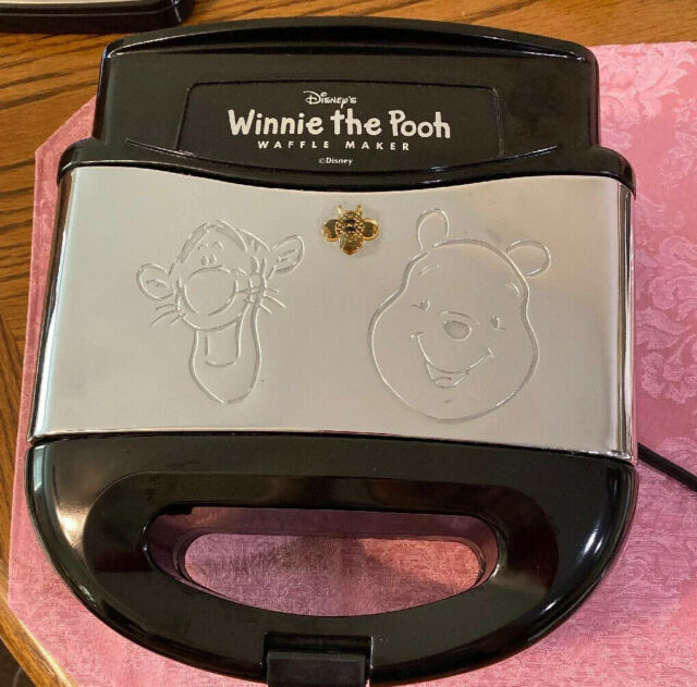 VillaWare C5555-15 Pooh and Tigger Waffler V5555-15
