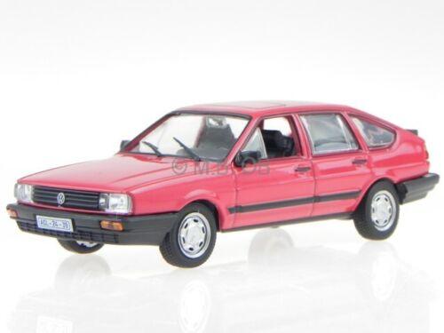 VW Passat B2 Fliessheck rot Modellauto in Vitrine 1:43