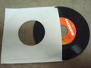 RICKY-VAN-SHELTON-LOVE-IS-BURNIN-039-LIFE-039-S-LITTLE-UPS-AND-DOWNS-45-RPM-LP