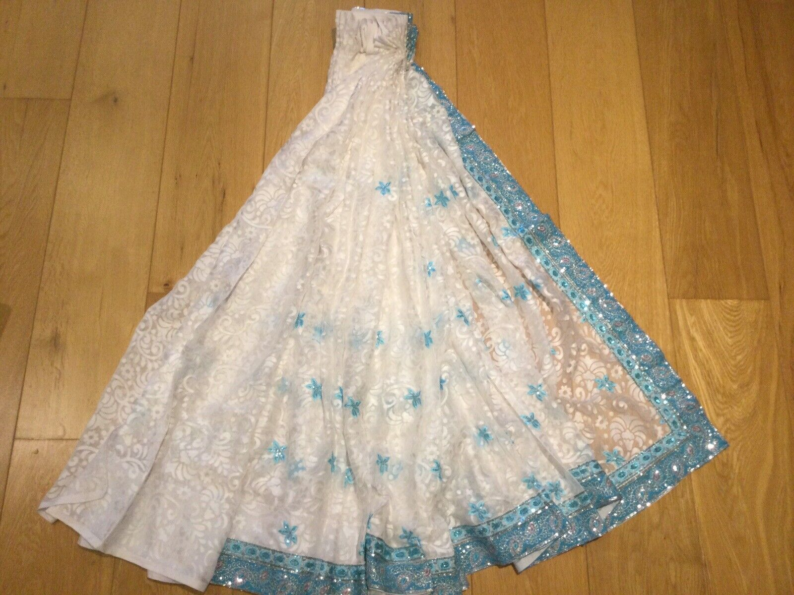 Indian Party/wedding/Off White And Blue Saree. Ready Made Blouse.