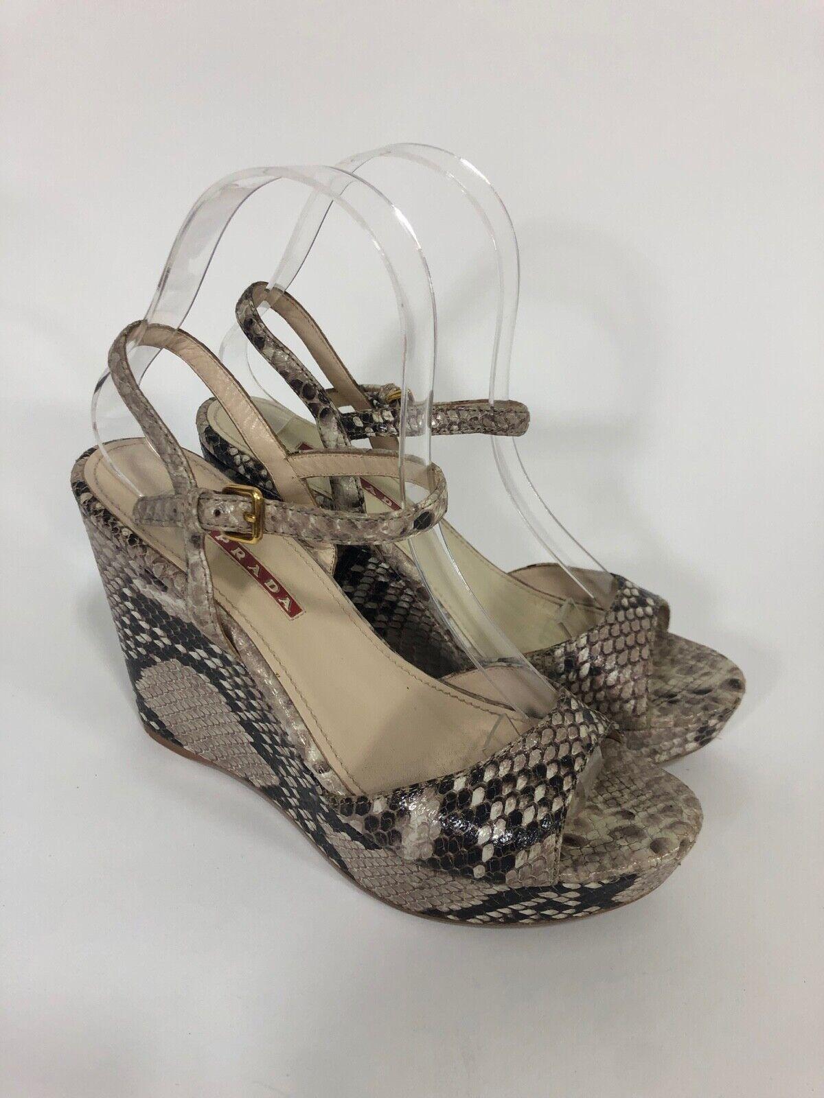 Prada Snakeskin  Wedge Sandals in Beige Dimensione 36  migliore qualità