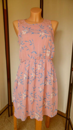 °92 Schönes Kleid mit Spitze von vero moda C.M Gr M