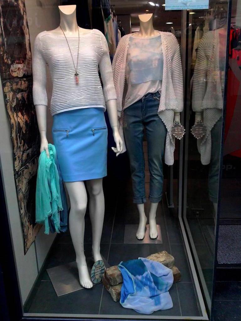 COP COPINE ETE 2015   jupe modèle GROUND, étiquetée valeur  (-50%)