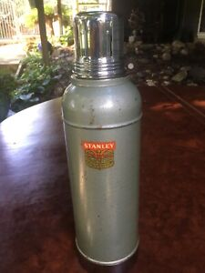 Vintage-Stanley-Super-Vac-Stainless-Steel-Lined-Thermos-USA-N945-Red-Label-Cork