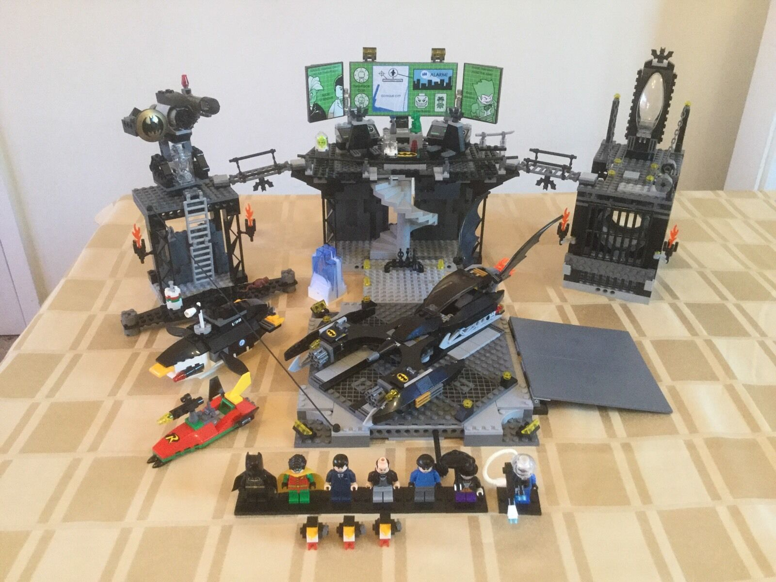 Lego Batman 7783 The Batcave  The Penguin and Mr.Freeze's Invasion 100%Complete