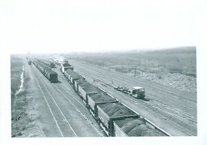 "Pennsylvania Railroad Yard Scene 5/"" x 7/"" Photo"