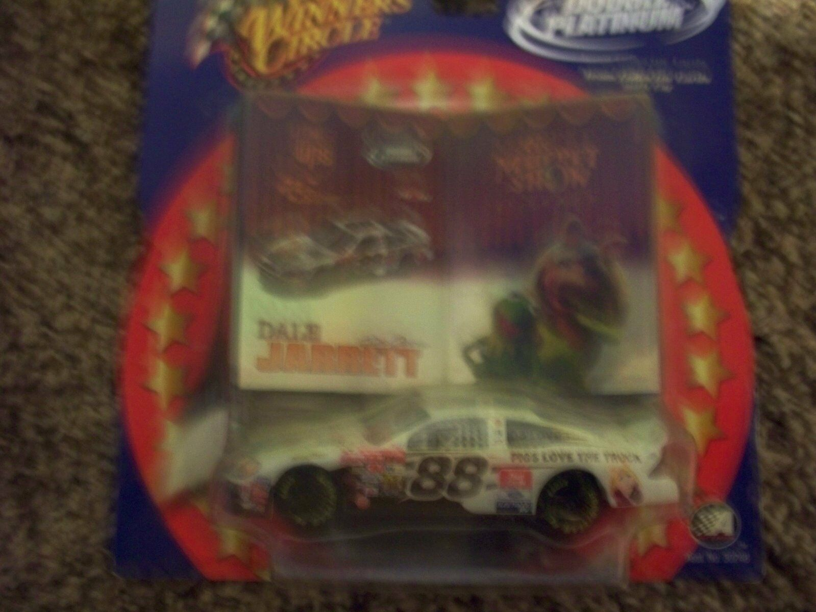 NASCAR DALE JARRETT THE MUPPET SHOW CARD &CAR NICE COLLETABLE
