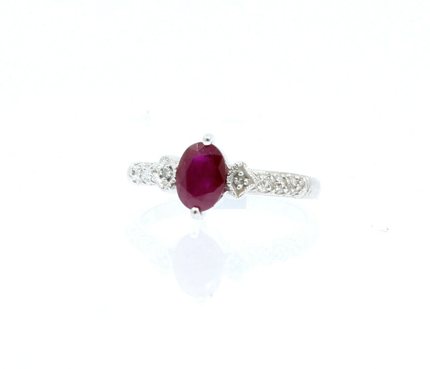 ESTATE 14k White gold Oval Ruby Diamond Ladies ring 2.7 Grams Size 7