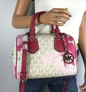 dc47fd7de9d4 Image is loading NWT-MICHAEL-KORS-VANILLA-SIGNATURE-PINK-FLORAL-SMALL-