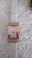 Damen-Armbanduhr,Roséfarben,Strass; Armband weiß ***TOP***