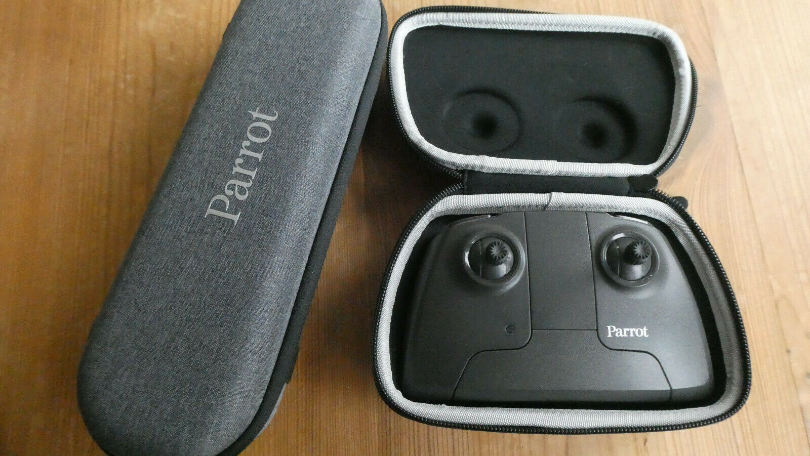 Parrot Anafi controller with case and empty drone case