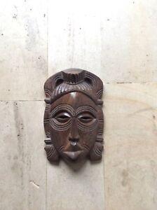 Masque-africain-en-bois