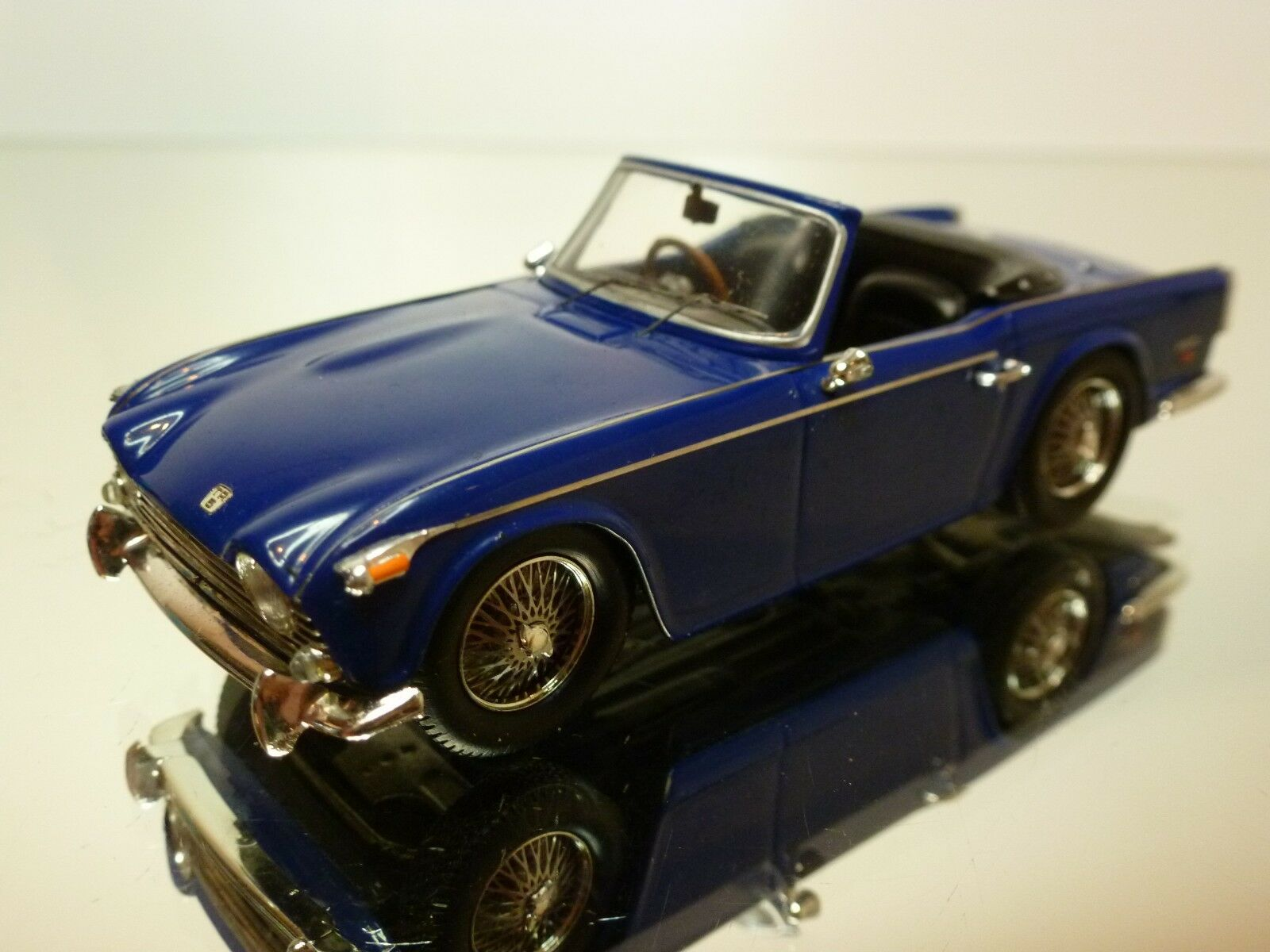 SPARK 515 TRIUMPH TR5 1968 - blueE 1 43 - EXCELLENT CONDITION - 25