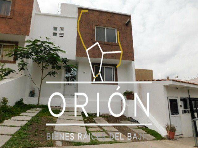 Casa renta Queretaro Corregidora cerca de Tejeda Plaza Candiles Plaza de Toros con estudio y sala de