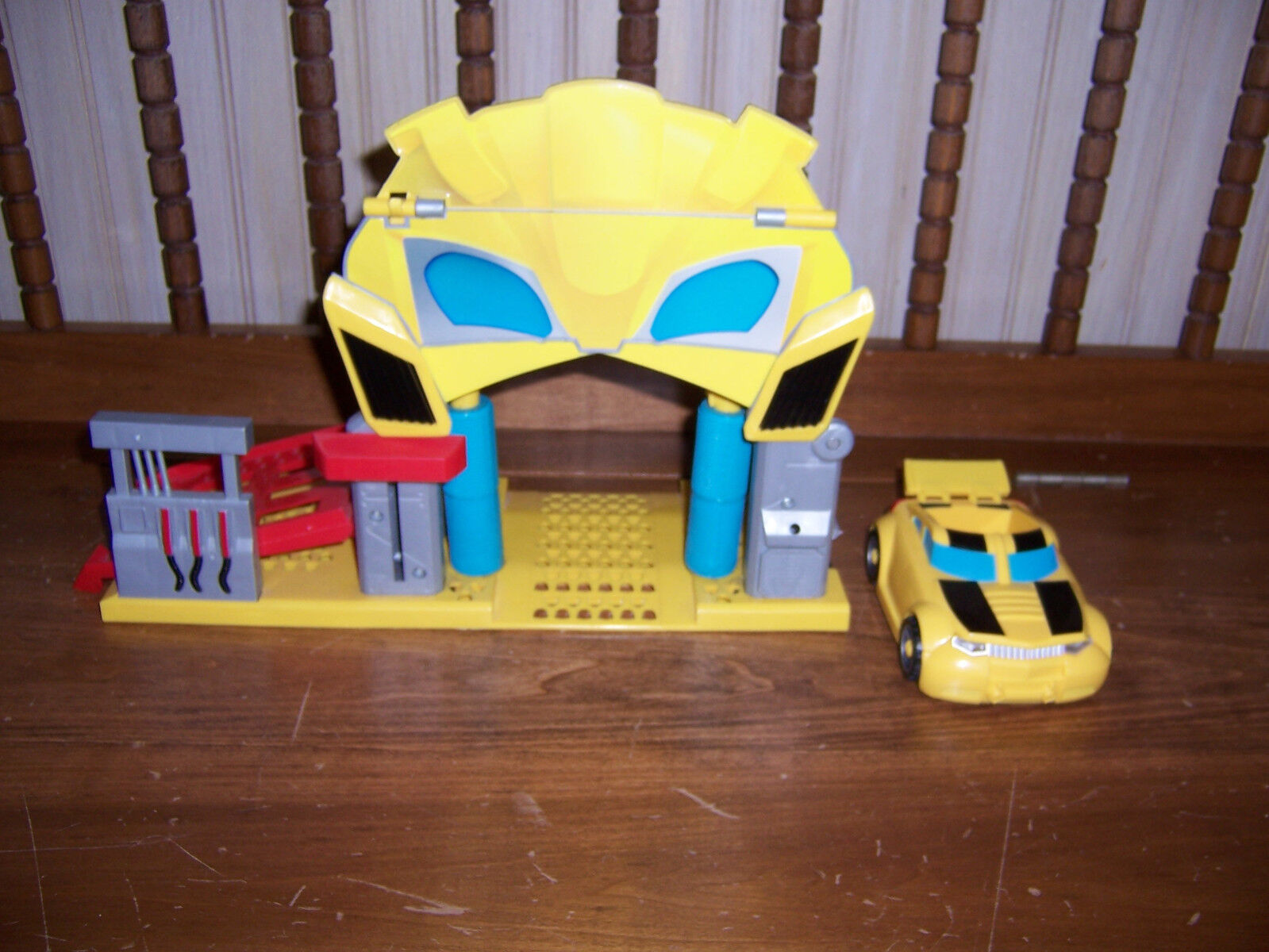Hasbro Transformers Playskool Item Bumblebee's Garage Playset With Car K
