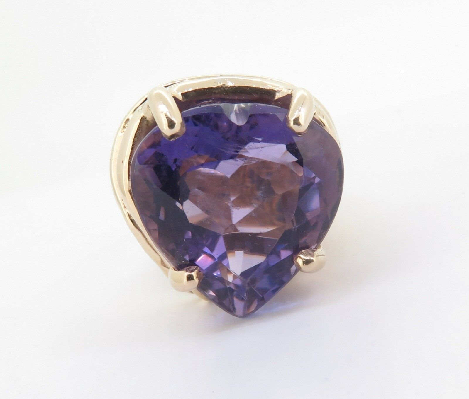 .A 14ct Yellow gold Large 22ct Heart Cut Amethyst Dress Ring Size Q Val  4340