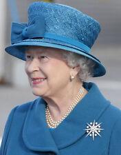 Queen Elizabeth II 10 x 8 UNSIGNED photo - P1037